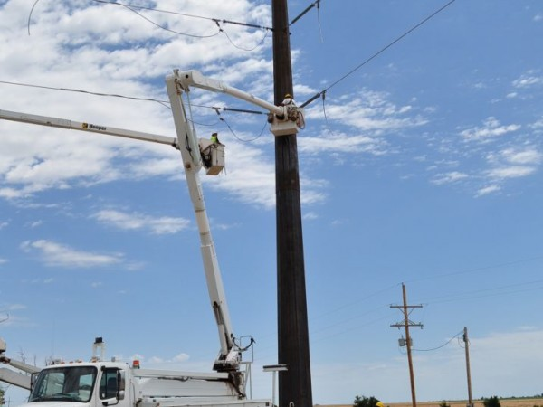 Crews dead ending conductor on steel mono pole structure